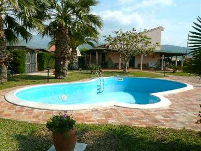villa swimming pool cefalu