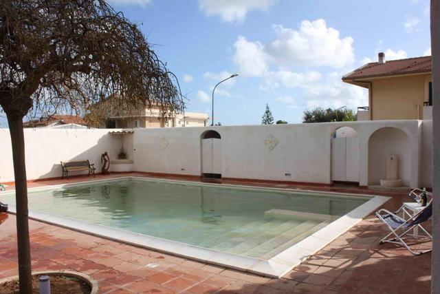 villa swimming pool for rent marina di ragusa